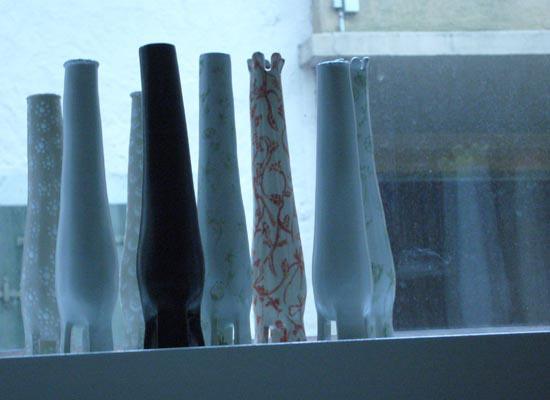Vases dans l'atelier